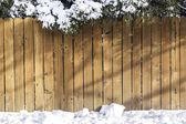 雪と木製のフェンス — ストック写真