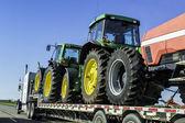 Camion surdimensionnée avec tracteurs — Photo