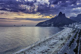 Sunset on Ipanema Beach in Rio de Janeiro — Stock Photo