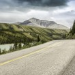 Asphalt road in mountains of Alaska — Stock Photo
