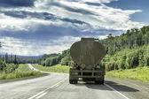 Samochód ciężarowy z przyczepą — Zdjęcie stockowe