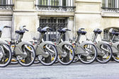 Parking of bicycles on the streets of Paris — Stock Photo