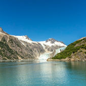 Glacier bay with clear blue sky — Stock Photo
