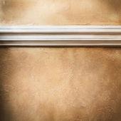 Beyaz kalıplama ile boş duvar — Stok fotoğraf