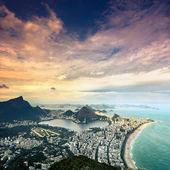 Vista aérea del atardecer de rio de janeiro, brasil — Foto de Stock