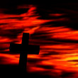 Cross against a red dramatic sky — Stock Photo