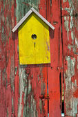 Birdhouse on rustic wooden fence — Stock Photo