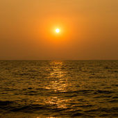 Beautiful sunset above the sea — Stock Photo