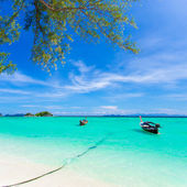 Long-tailed boat on Bundhaya beach Koh LIPE Thailand — Stock Photo
