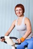 Woman doing exercising on training apparatus — Stock Photo