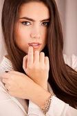 Mulher com maquiagem brilhante e strass — Foto Stock