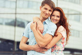 Young couple hugging — Stock fotografie