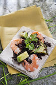 Black rice with shrimp and zucchini — Stockfoto