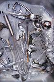 мыть столовые приборы после еды — Стоковое фото