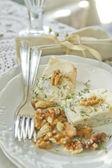 Stilton cheese and walnuts  — Foto de Stock