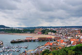 Scarborough Harbour and beach — Stock Photo