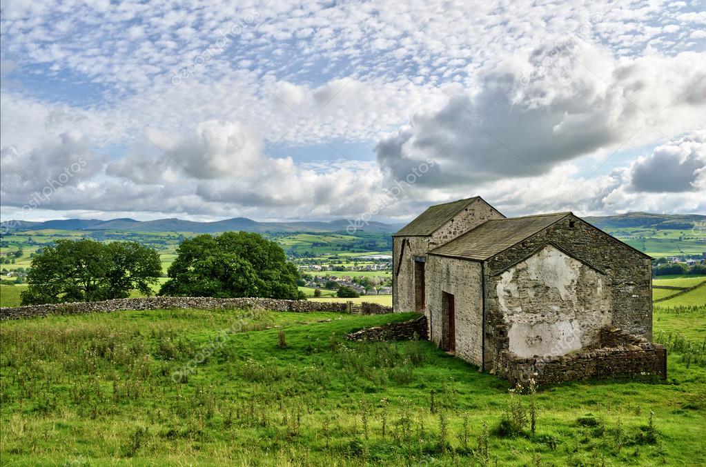 Vecchi granai di pietra inglese foto stock khrizmo for Piani di costruzione di cottage gratuiti