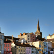 View of colourfully painted houses in Tenby. - Stock Photo