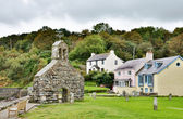 St. Brynach's Church and cottages, Cwm-yr-Eglwys — Stock Photo