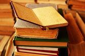 Pilha de velhos livros — Foto Stock
