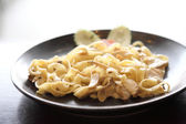 Fettuccine with chicken and cream — Stock Photo