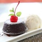 Лава торт шоколадный с мороженым — Стоковое фото