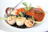 Spaghetti with scallop — Stock Photo