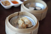Yumcha , dim sum in bamboo steamer — Stockfoto
