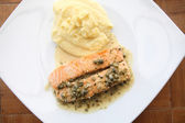 Salmon steak with lemon sauce — Stock Photo