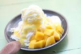 Shaved Ice dessert with Fresh Mango — Stock Photo