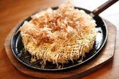 日本料理お好み焼き、和風ピザ — ストック写真