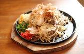 Dania kuchni japońskiej, frid makaron yakisoba — Zdjęcie stockowe