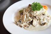 Chicken Scallopini white sauce — Стоковое фото