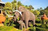 Mammoth statue — Stock Photo