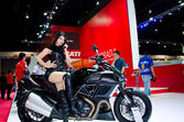 Ducati diavel strada motorcykeln — Stockfoto