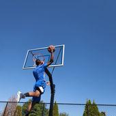 Basketball Player Slam Dunking — Stock Photo