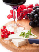 Red wine, sheep cheese and grapes isolated on white background — Stok fotoğraf