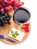 Red wine, sheep cheese and grapes isolated on white background — Стоковое фото