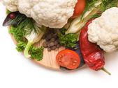 Légumes coupés frais et juteux. un ensemble de légumes pour faire s — Photo