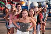 Acht meisjes lachen — Stockfoto