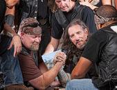 Homens de dura queda de braço — Fotografia Stock