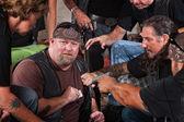 Membro de gangue de motoqueiros pego trapaceando — Foto Stock