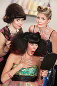 美容院で動揺の女性 — ストック写真
