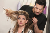 Неловко парикмахер и клиент — Стоковое фото