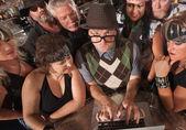 Experto en computadoras con banda de moteros — Foto de Stock