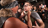 Membro de gangue pega o nerd — Foto Stock