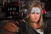 Bandana barda bir kadın — Stok fotoğraf