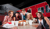 Smiling Patrons and Chef by Food Truck — Stock Photo