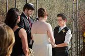 Smilng 女性の結婚式で — ストック写真