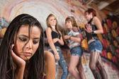 молодая женщина издеваются — Стоковое фото